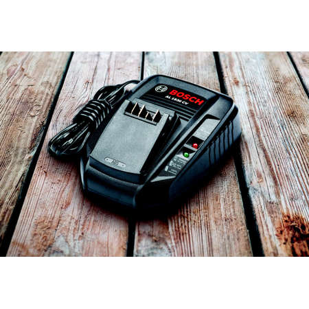 Incarcator rapid BOSCH Compatibil cu toate bateriile Gloria 18V Negru